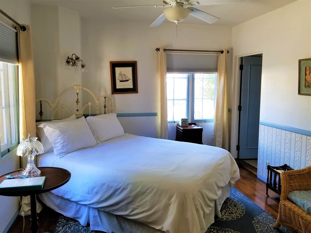 Old Yacht Club Inn room