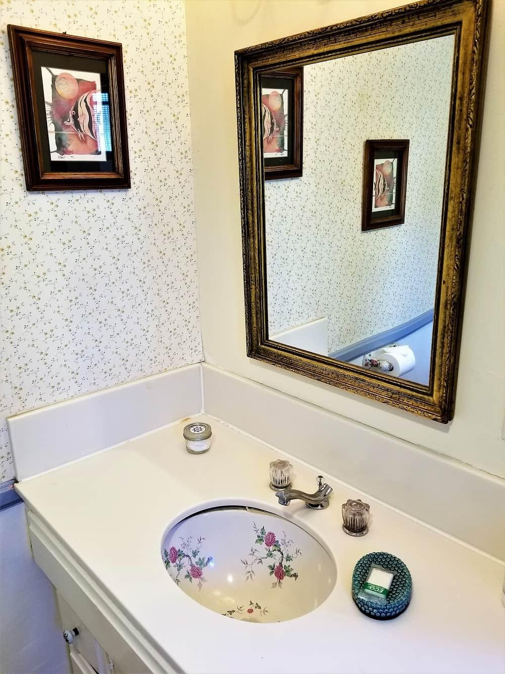 Old Yacht Club Inn bathroom sink