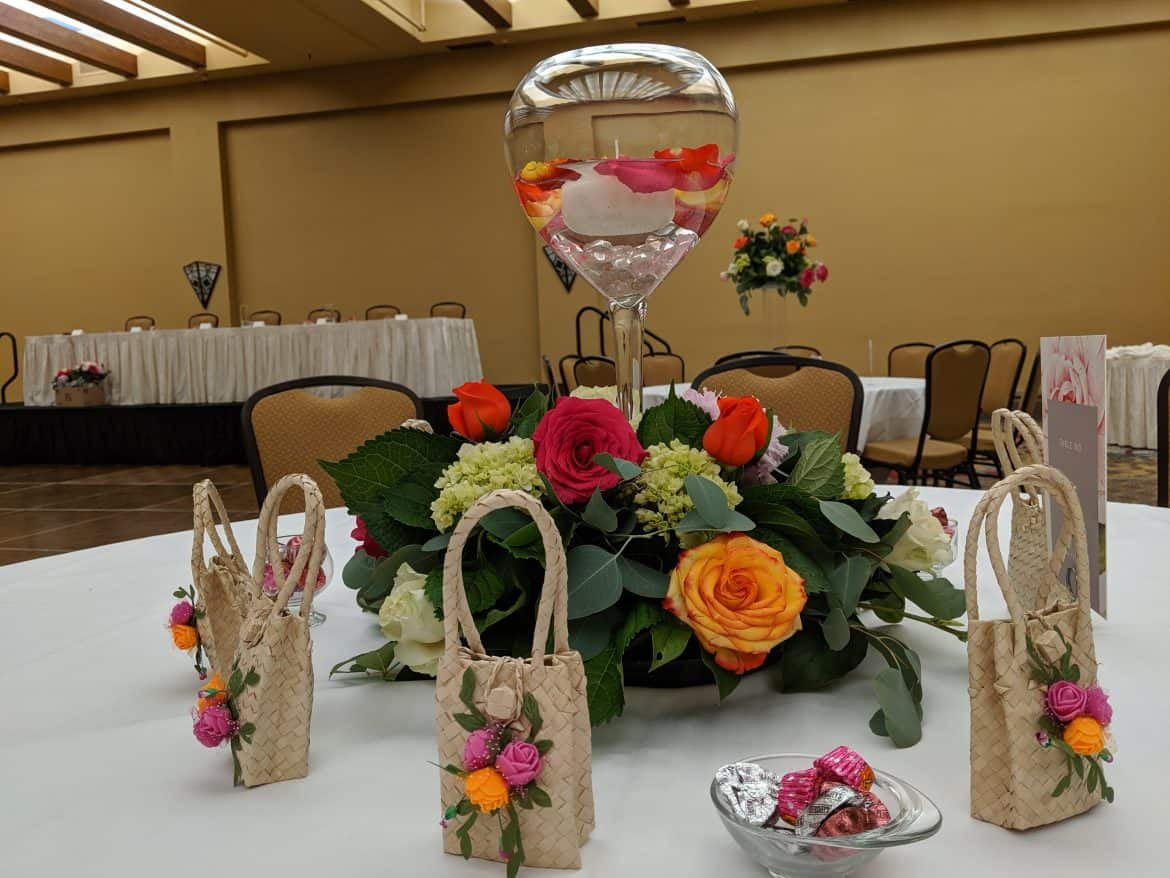 Centerpiece with wedding favor