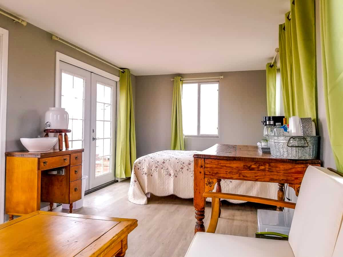 She-shed furnished interior