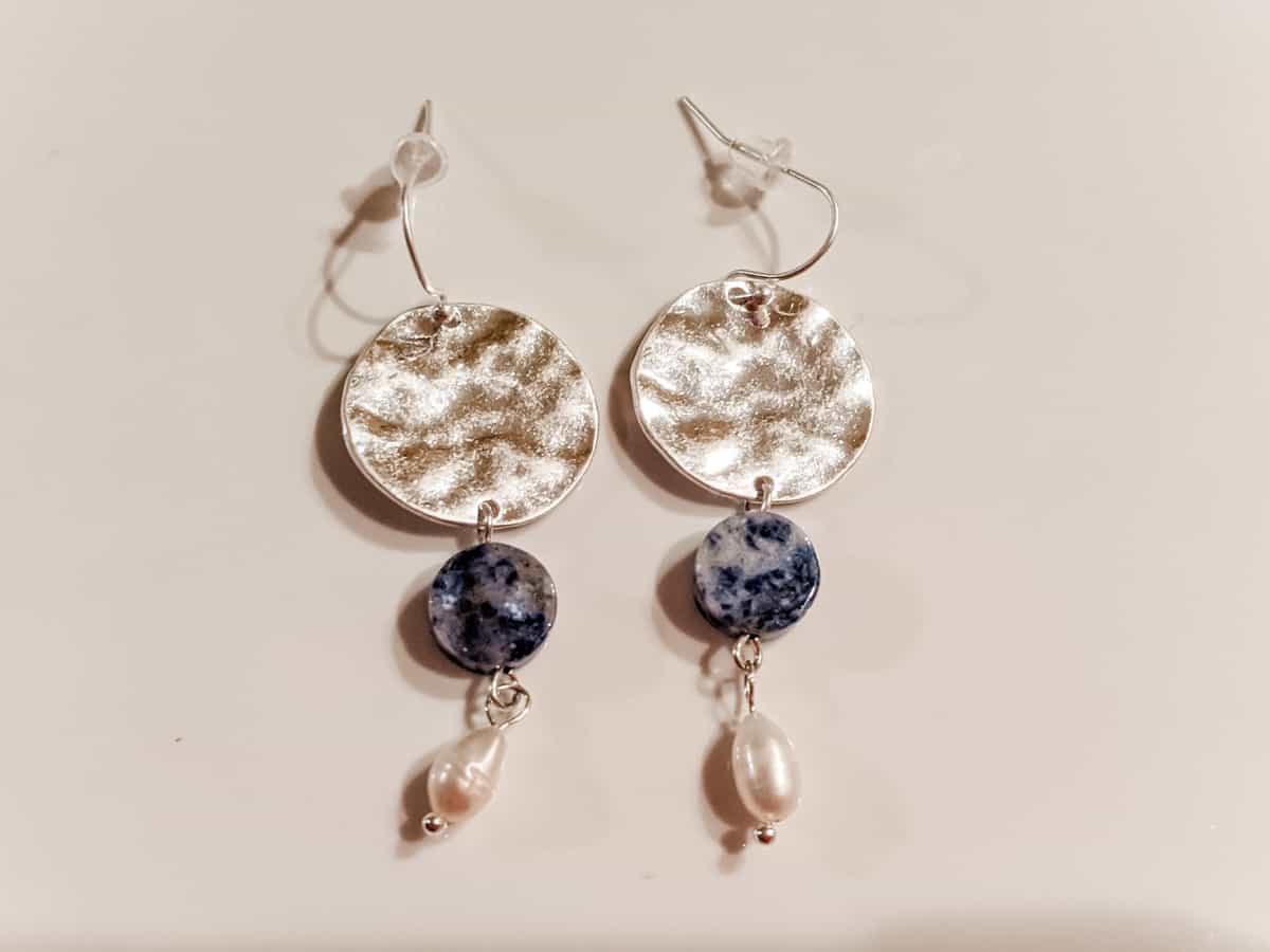 Lapis lazuli and pearl hammered metal silver earrings